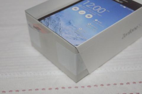 ZenFone 5の箱
